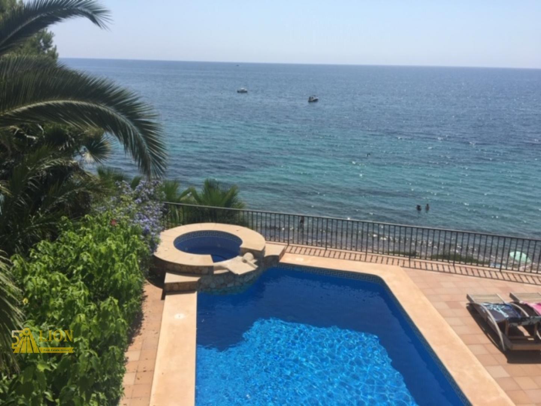 LS1054 - First line Villa in El Campello overlooking the sea